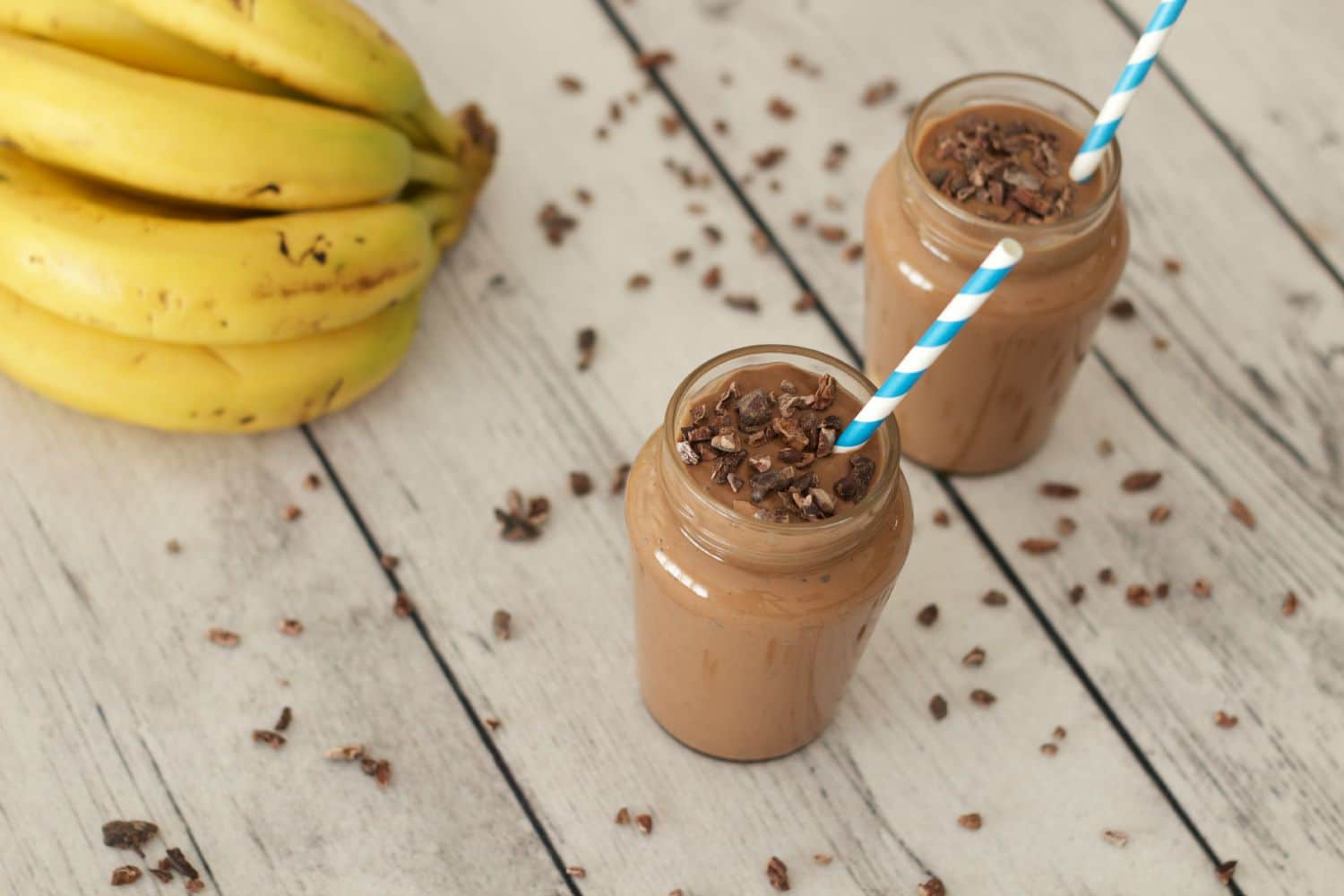Rich, smooth and delicious Chocolate Peanut Butter Smoothie - ideal as an anytime snack or a breakfast power shake! #vegan #smoothie #dairy-free #gluten-free #lovingitvegan