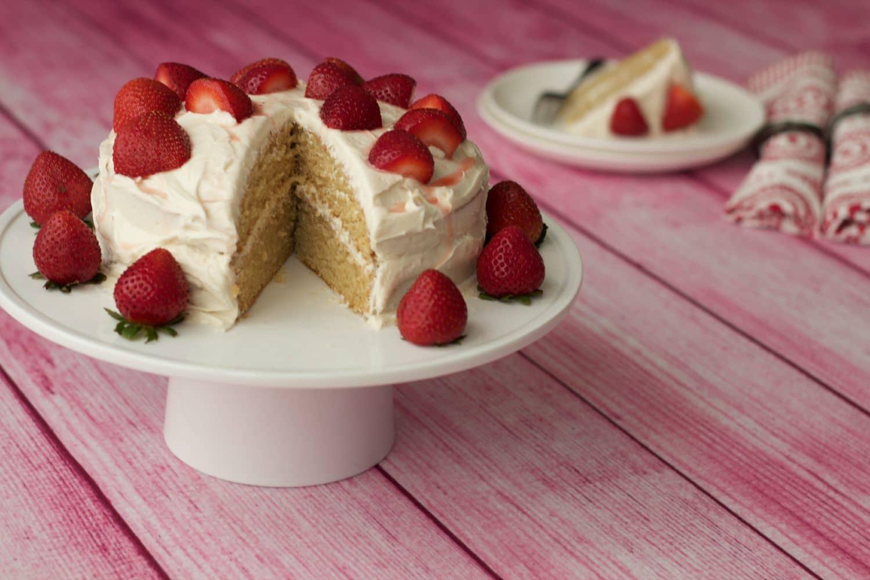 Vegan Vanilla Cake - Light, fluffy and dreamy! #vegan #dairy-free #lovingitvegan