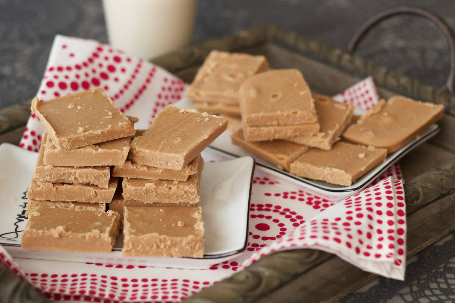 Vegan Fudge - Traditional condensed milk fudge recipe made vegan! Sweet, velvety and melt-in-the-mouth deliciousness! #vegan #dairy-free #gluten-free