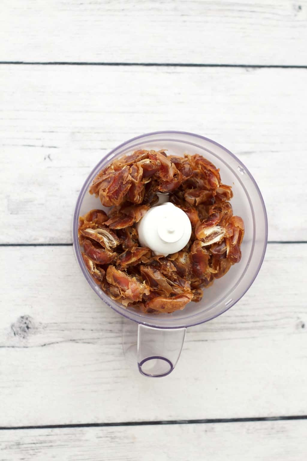 How to make date caramel #vegan #lovingitvegan #gluten-free #dairy-free