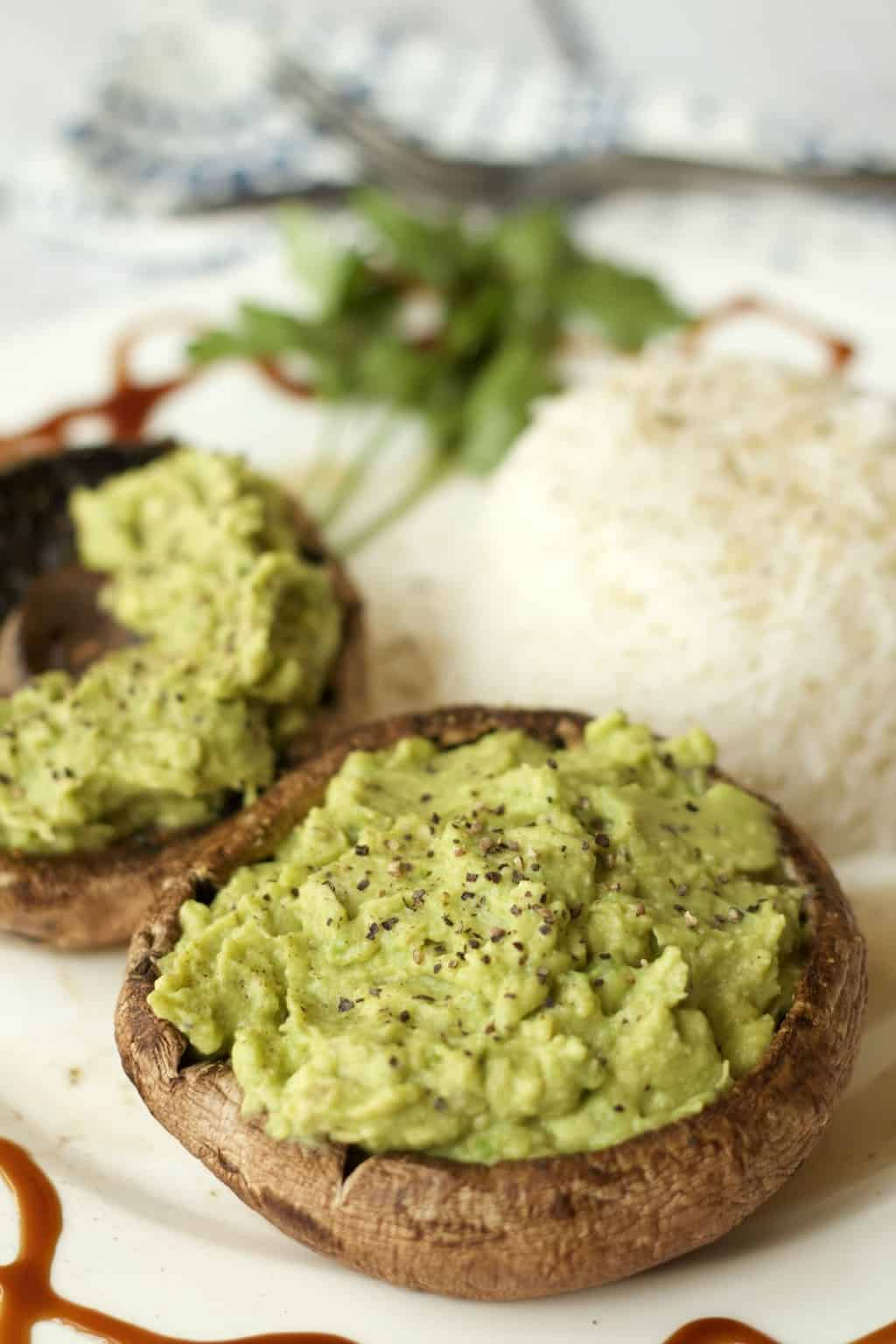 Portobello Mushrooms with Garlic and Avocado. Ideal as an appetizer! #vegan #lovingitvegan #dairyfree #glutenfree