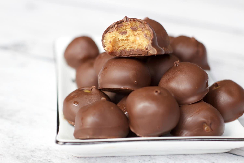 Chocolate Peanut Butter Balls $vegan #glutenfree #dairyfree