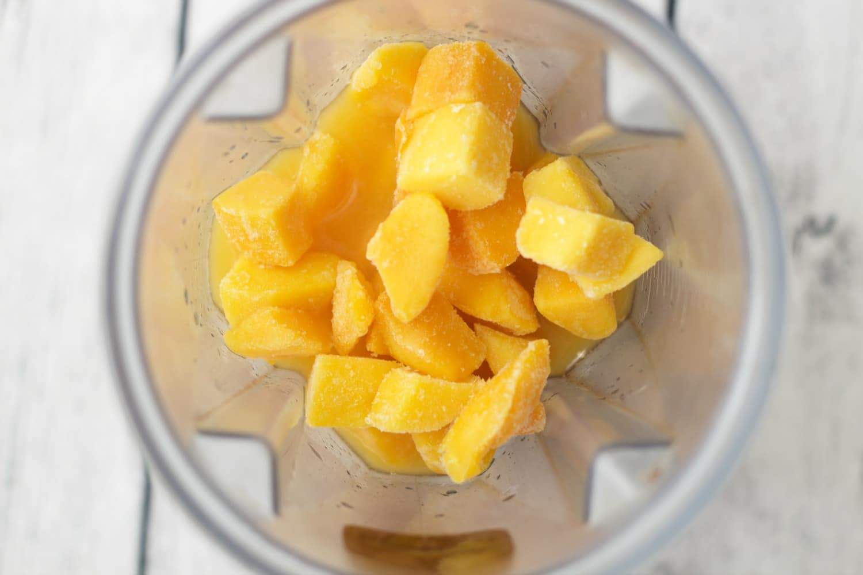 Making a Mango Orange Crush Smoothie #vegan #lovingitvegan