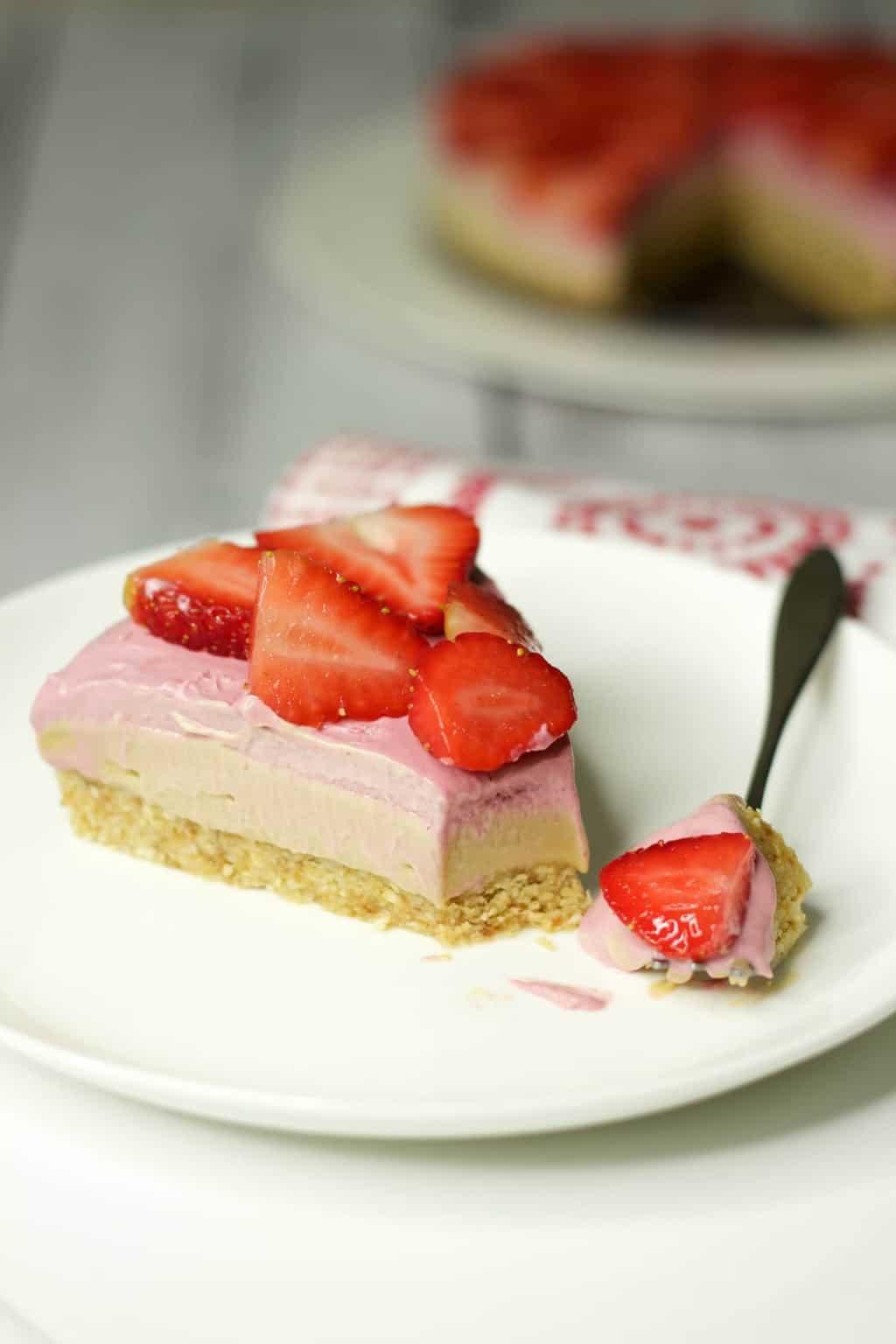 Raw Strawberry Cheesecake #vegan #rawvegan #dairy-free #gluten-free