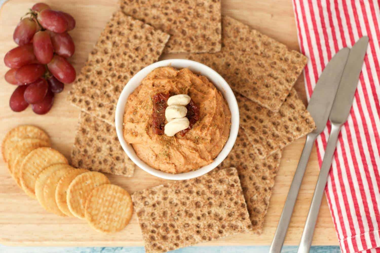 10-minute Sundried Tomato Cashew Cheese - ideal as a spread or dip! #vegan #lovingitvegan #dairyfree #snack