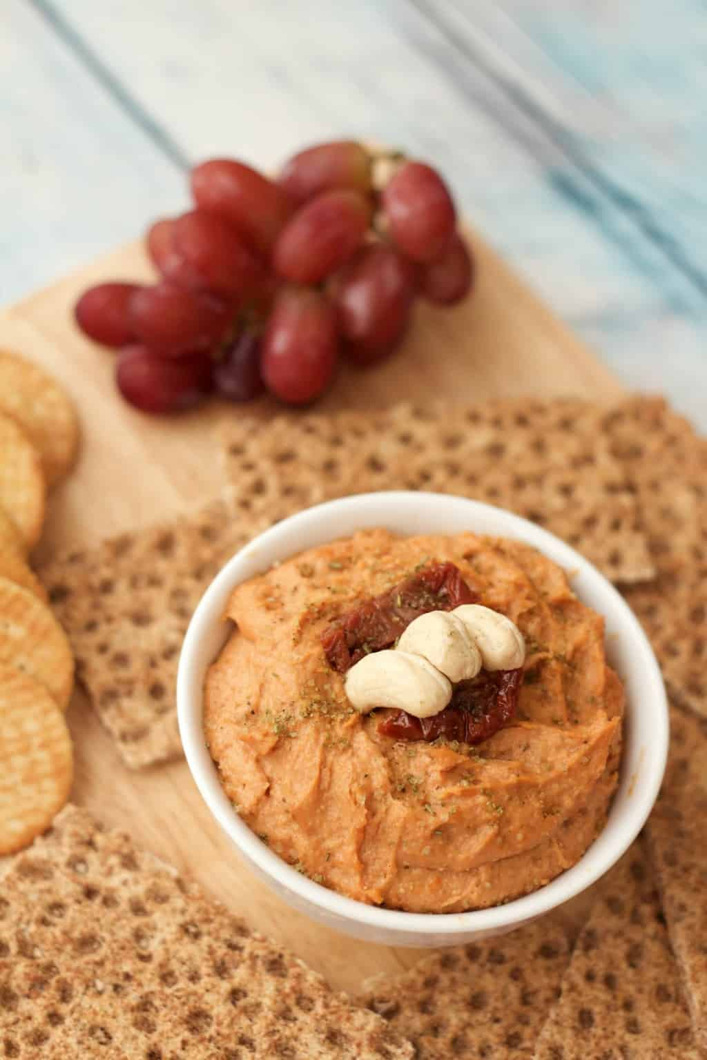 10-minute Sundried Tomato Cashew Cheese - ideal as a spread or dip! #vegan #lovingitvegan #dairyfree #snack