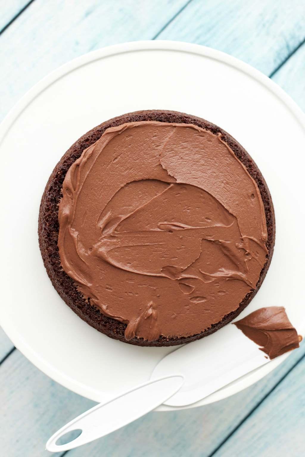 Vegan Chocolate Ganache Frosting - Ideal for cakes, cupcakes or cookies! #vegan #lovingitvegan #glutenfree #dairyfree #dessert