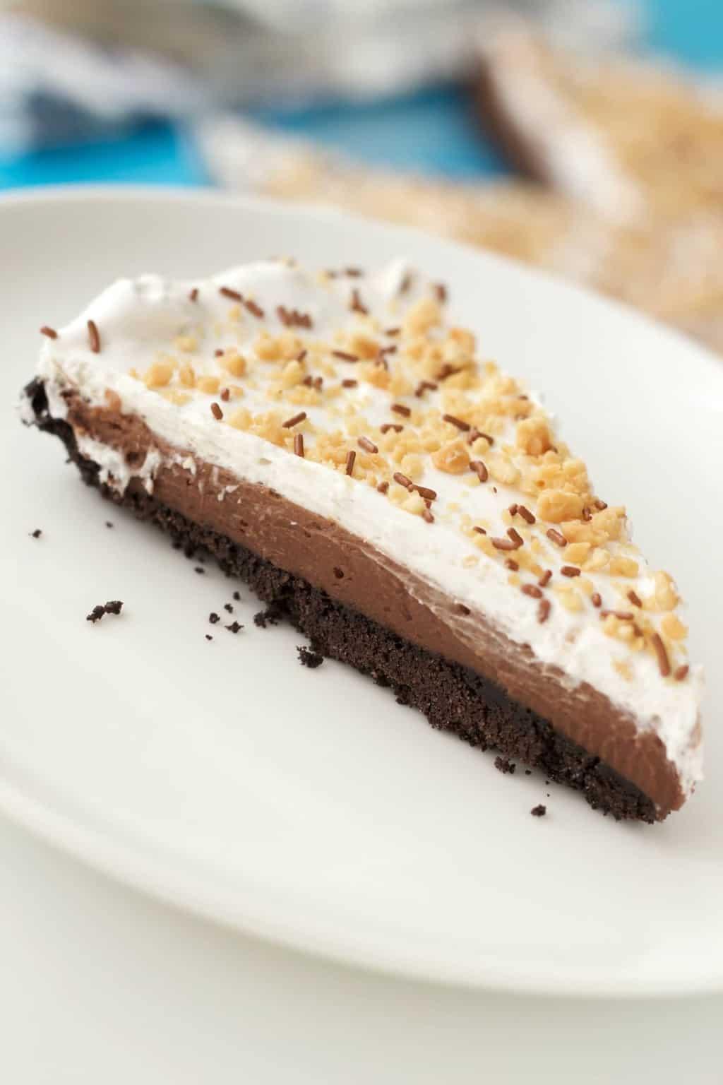 Vegan Chocolate Peanut Butter Oreo Pie #vegan #lovingitvegan #oreo #pie #dessert