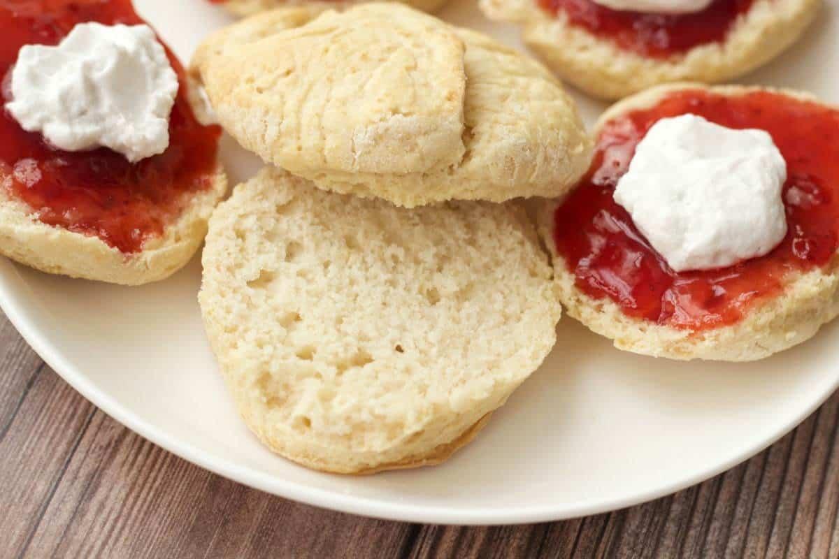 Vegan Scones with Jam and Whipped Coconut Cream #vegan #scones #dessert #breakfast #lovingitvegan
