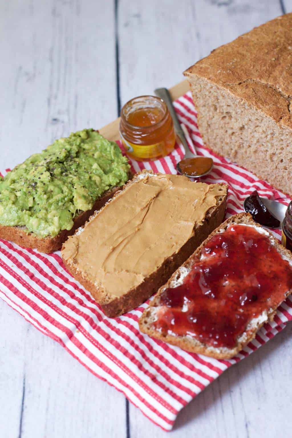 Easy 5-Ingredient Wholewheat Bread #vegan #lovingitvegan #wholewheat #bread