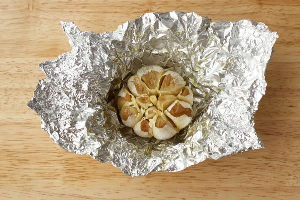 How To Make Roasted Garlic #lovingitvegan #roastedgarlic #howto
