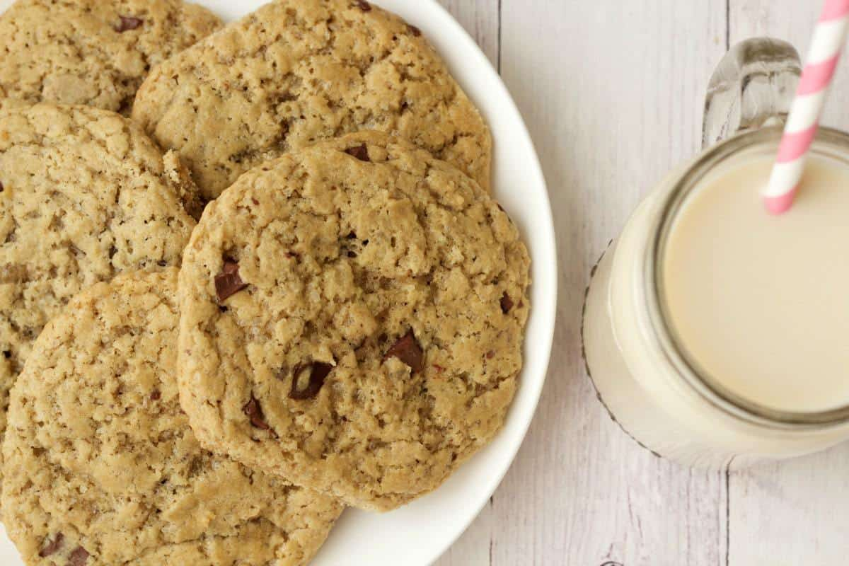 Soft and Chewy Vegan Chocolate Chip Cookies #vegan #lovingitvegan #cookies #dessert #chocolatechip