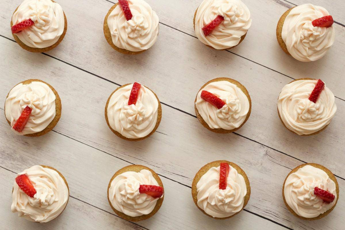 icing vanilla snowman cupcakes with vanilla icing must try vegan ...