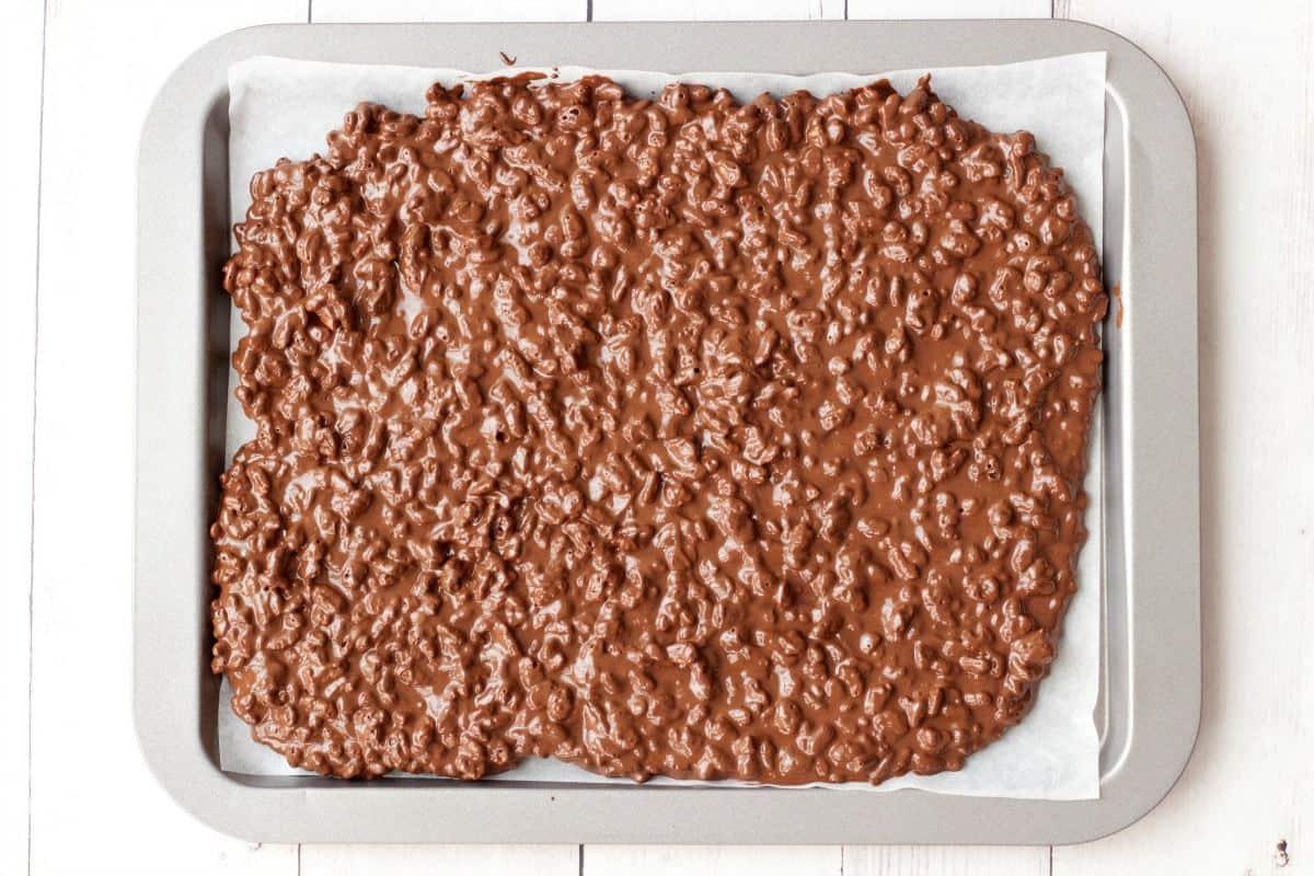 2-Ingredient Vegan Chocolate Crunch Bars #vegan #lovingitvegan #chocolatecrunchbars #chocolate #dairyfree #dessert