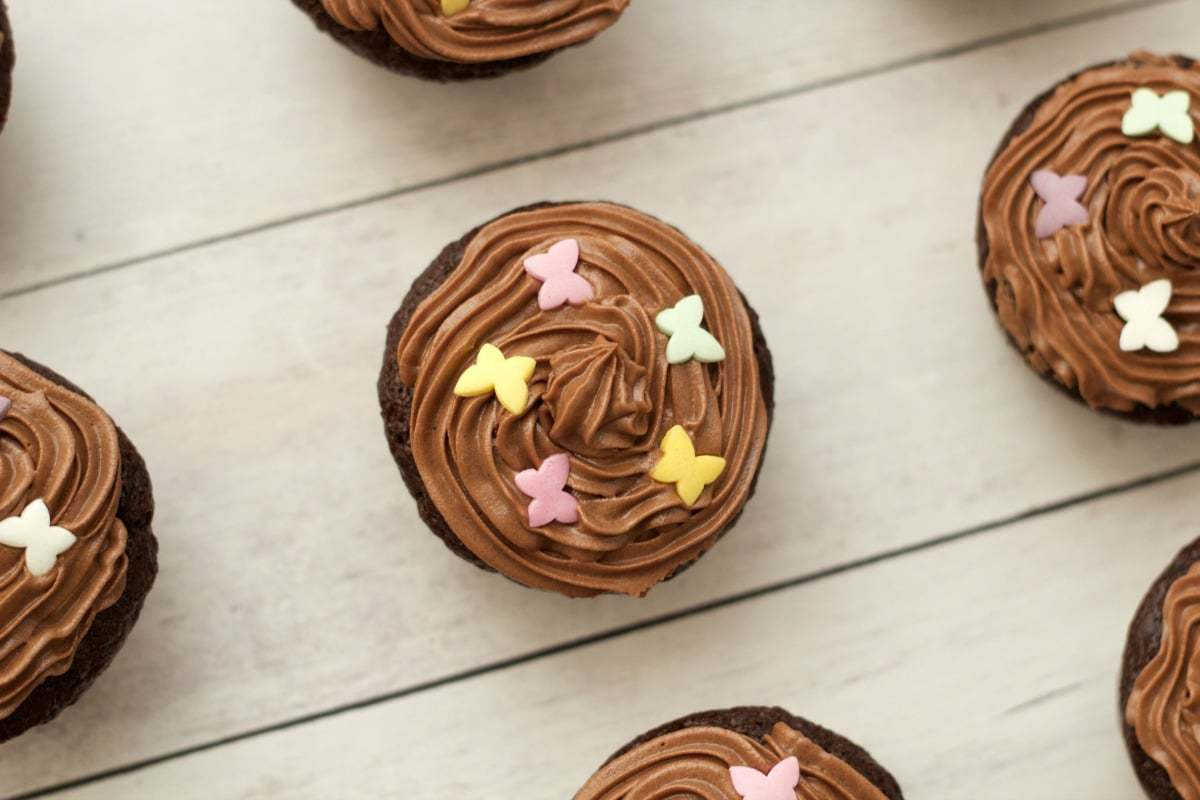 Gluten-Free Chocolate Cupcakes with Chocolate Buttercream Frosting #vegan #lovingitvegan #glutenfree #cupcakes #cakes #dessert #dairyfree #chocolate