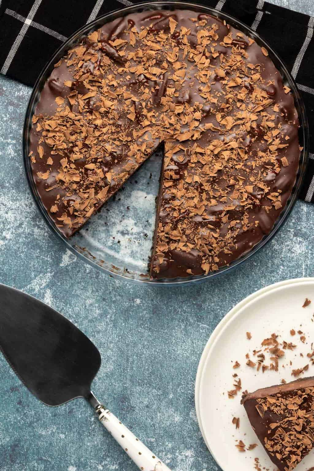 Vegan chocolate tart in a glass pie dish.
