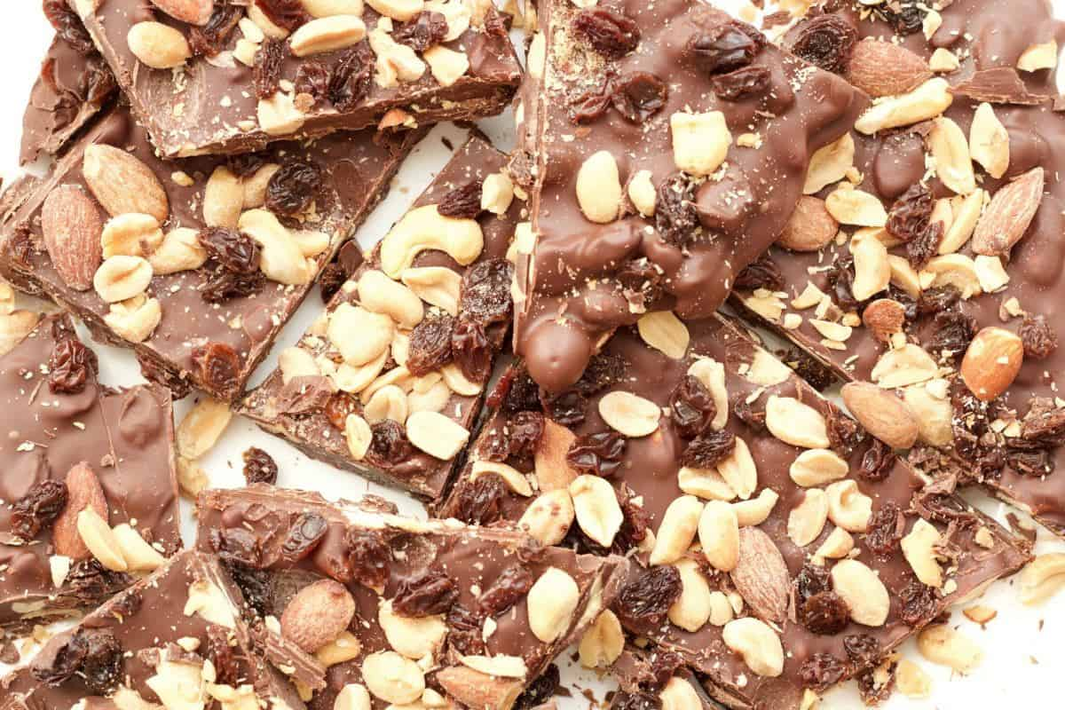 Vegan Fruit and Nut Chocolate Bark #vegan #lovingitvegan #dessert #chocolatebark #chocolate #dairyfree