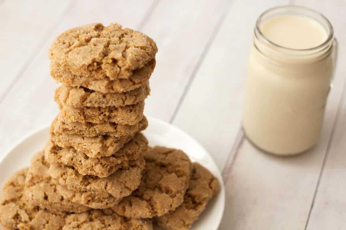 Crunchy Vegan Peanut Butter Cookies #vegan #lovingitvegan #dessert #peanutbuttercookies #cookies #dairyfree