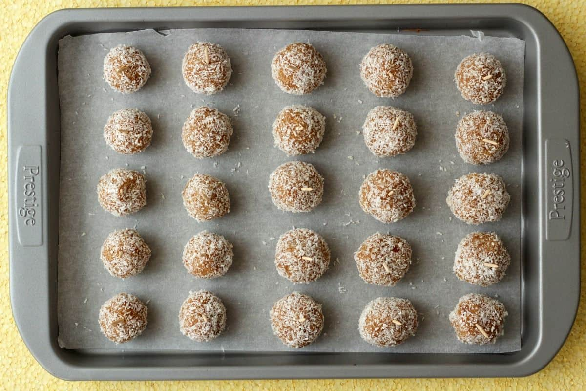 Making Chocolate Coconut Date Balls #vegan #lovingitvegan #dessert