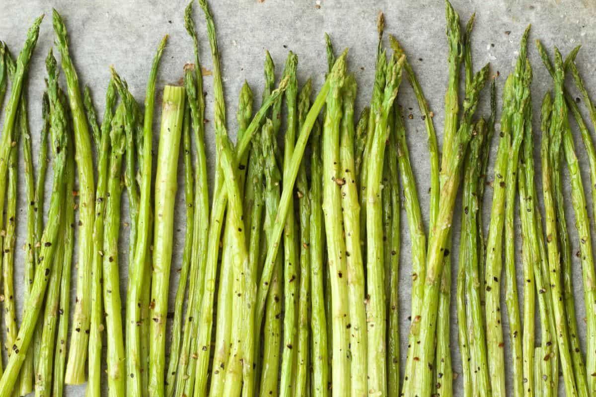 Making Creamy Asparagus Pasta #vegan #lovingitvegan