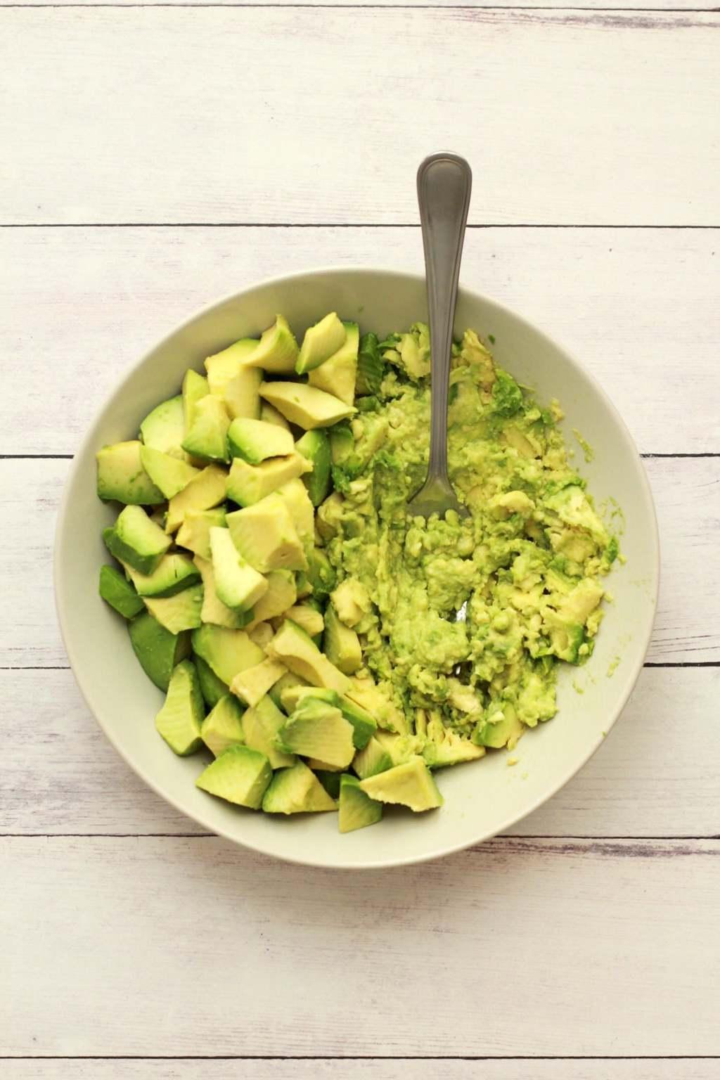 Making Guacamole #vegan #lovingitvegan #guacamole #dips