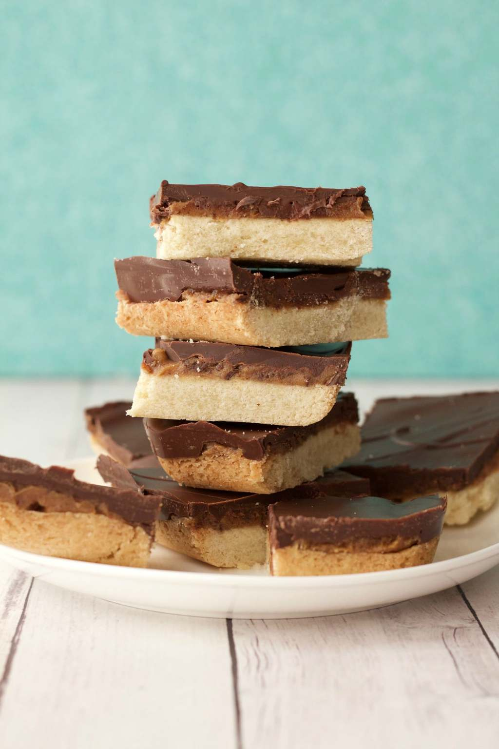 Vegan Homemade Twix Bars - a crunchy shortbread base, date caramel center and dark chocolate topping! #vegan #lovingitvegan #twixbars #twix #dessert