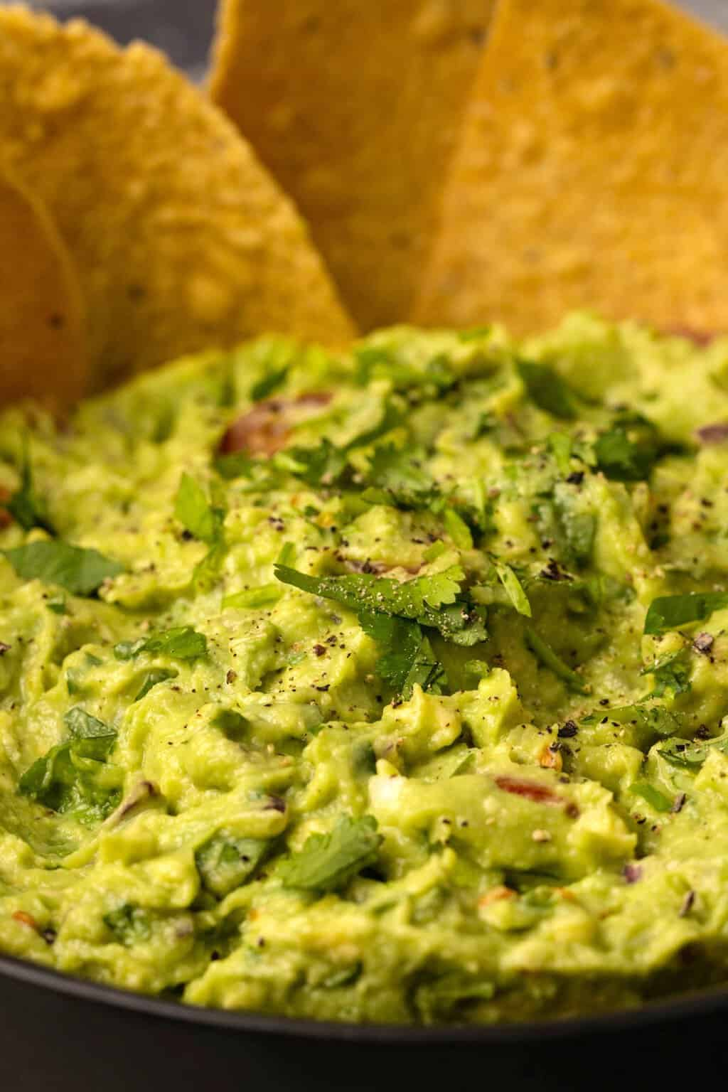Vegan guacamole with tortilla chips.