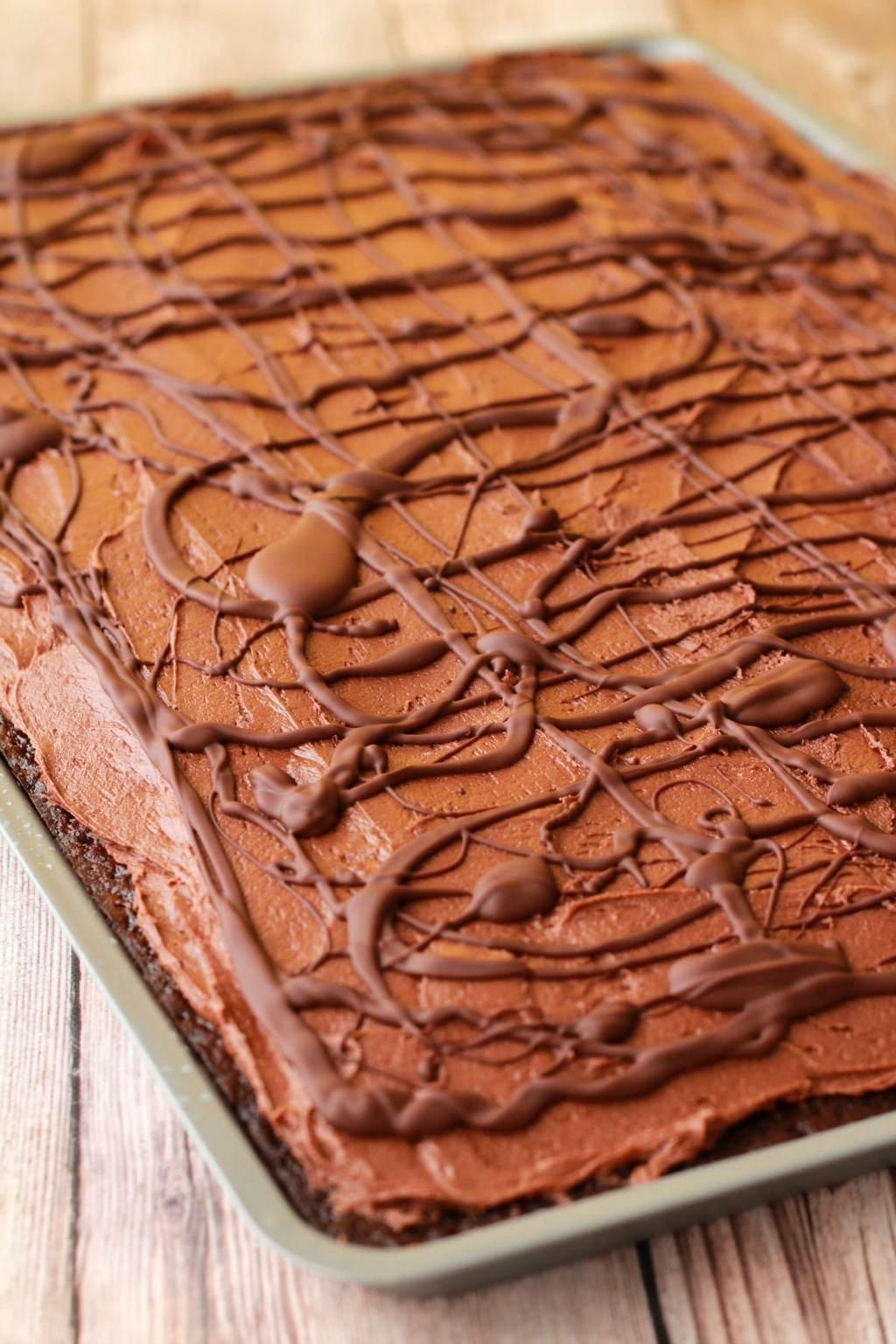 Chocolate Sheet Cake with Chocolate Fudge Frosting #vegan #lovingitvegan #vegancake #dessert #sheetcake