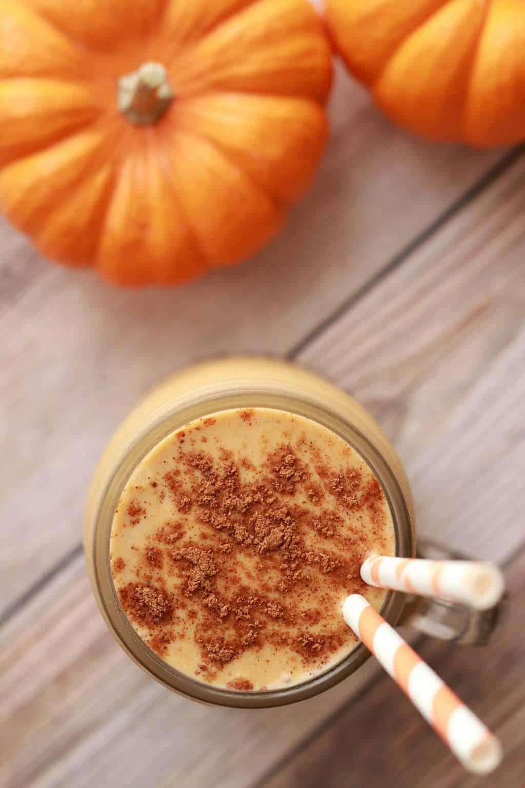 Creamy and smooth pumpkin pie smoothie. Vegan and gluten-free! #vegan #lovingitvegan #smoothie #pumpkinpiesmoothie #glutenfree #dairyfree