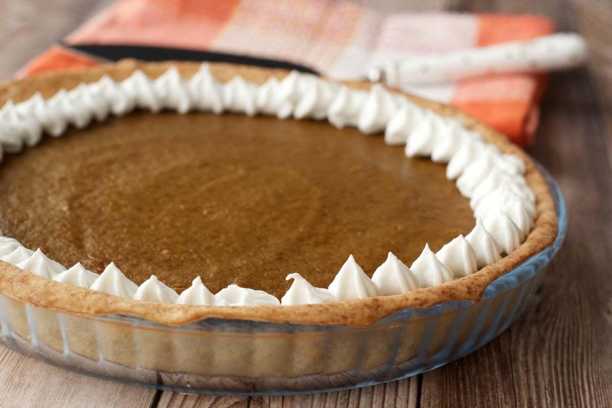 How to make a vegan pie crust. #vegan #lovingitvegan #veganpiecrust