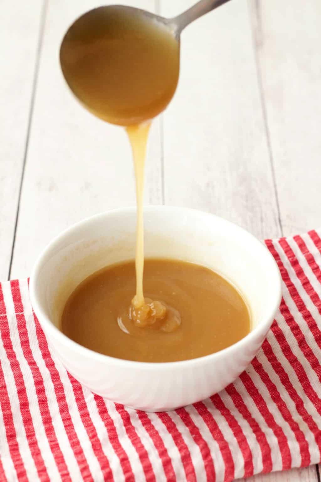 Vegan Caramel Sauce #vegan #lovingitvegan #dessert #sauce