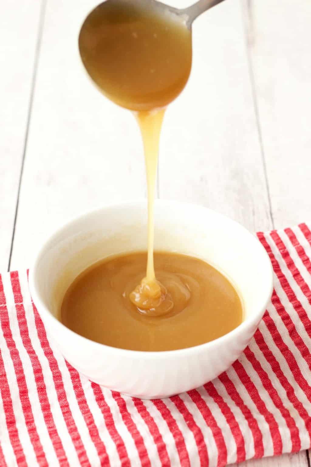 3-Ingredient Vegan Caramel Sauce (Raw Vegan)