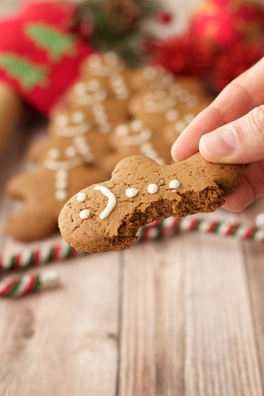 Vegan Gingerbread Cookies. Festive and fun, crispy on the outside, soft and chewy on the inside and packed with ginger, cinnamon and brown sugar flavor. #vegan #lovingitvegan #gingerbread #cookies #dessert