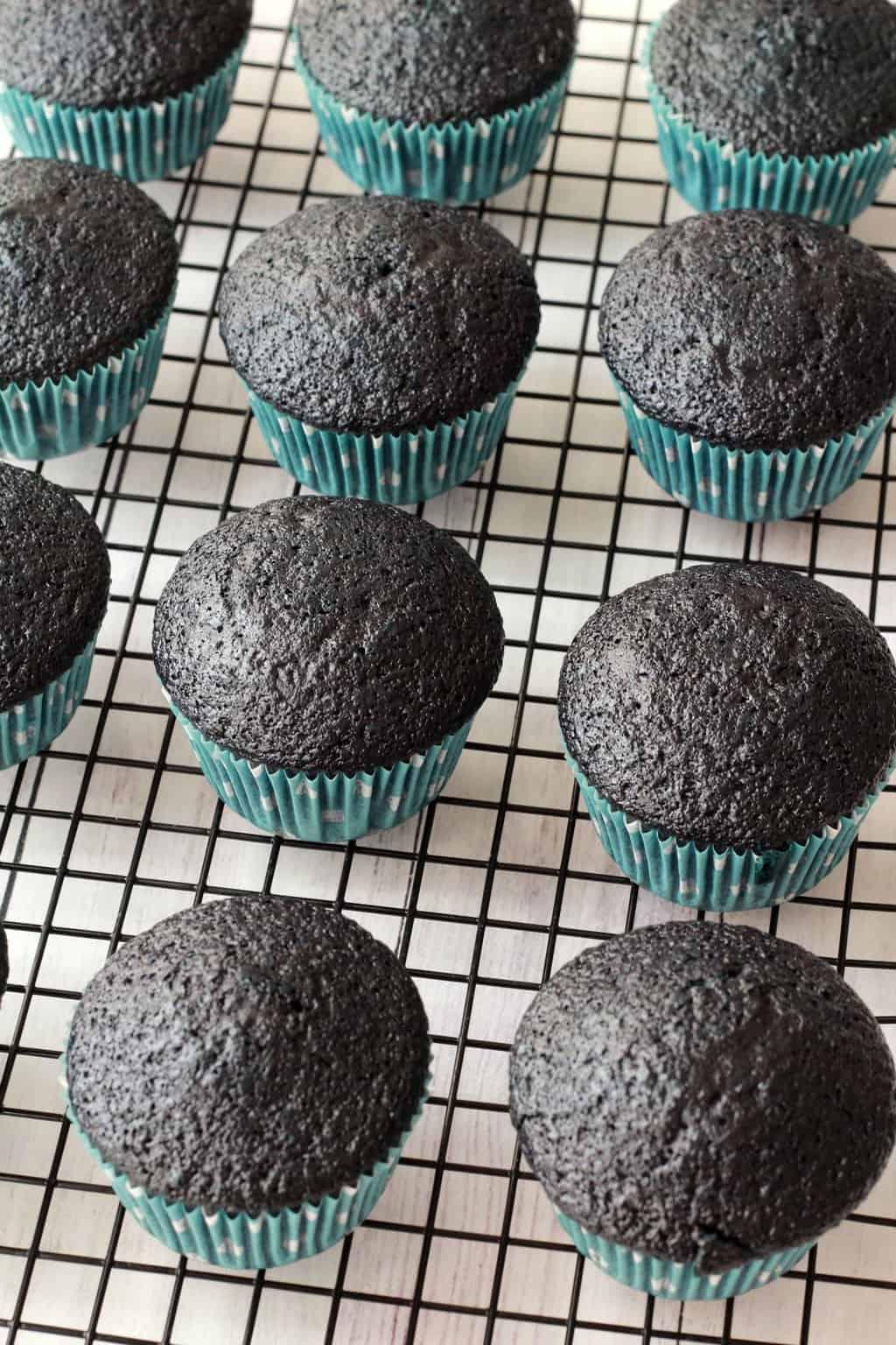 Blue Velvet Cupcakes - Moist, spongey, velvety and delicious! #vegan #lovingitvegan #bluevelvet #cupcakes #dessert
