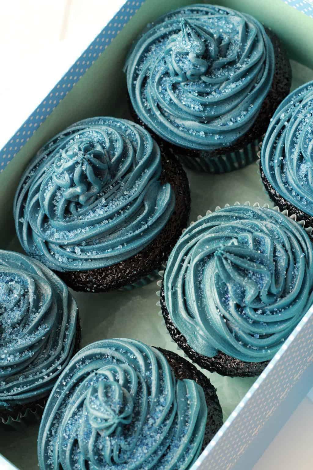 Blue Velvet Cupcakes with Blue Velvet Frosting - Moist, spongey, velvety and delicious! #vegan #lovingitvegan #bluevelvet #cupcakes #dessert