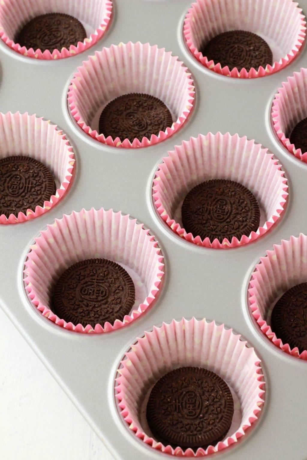Making Oreo Cupcakes #vegan #lovingitvegan #oreocupcakes #cupcakes #dessert