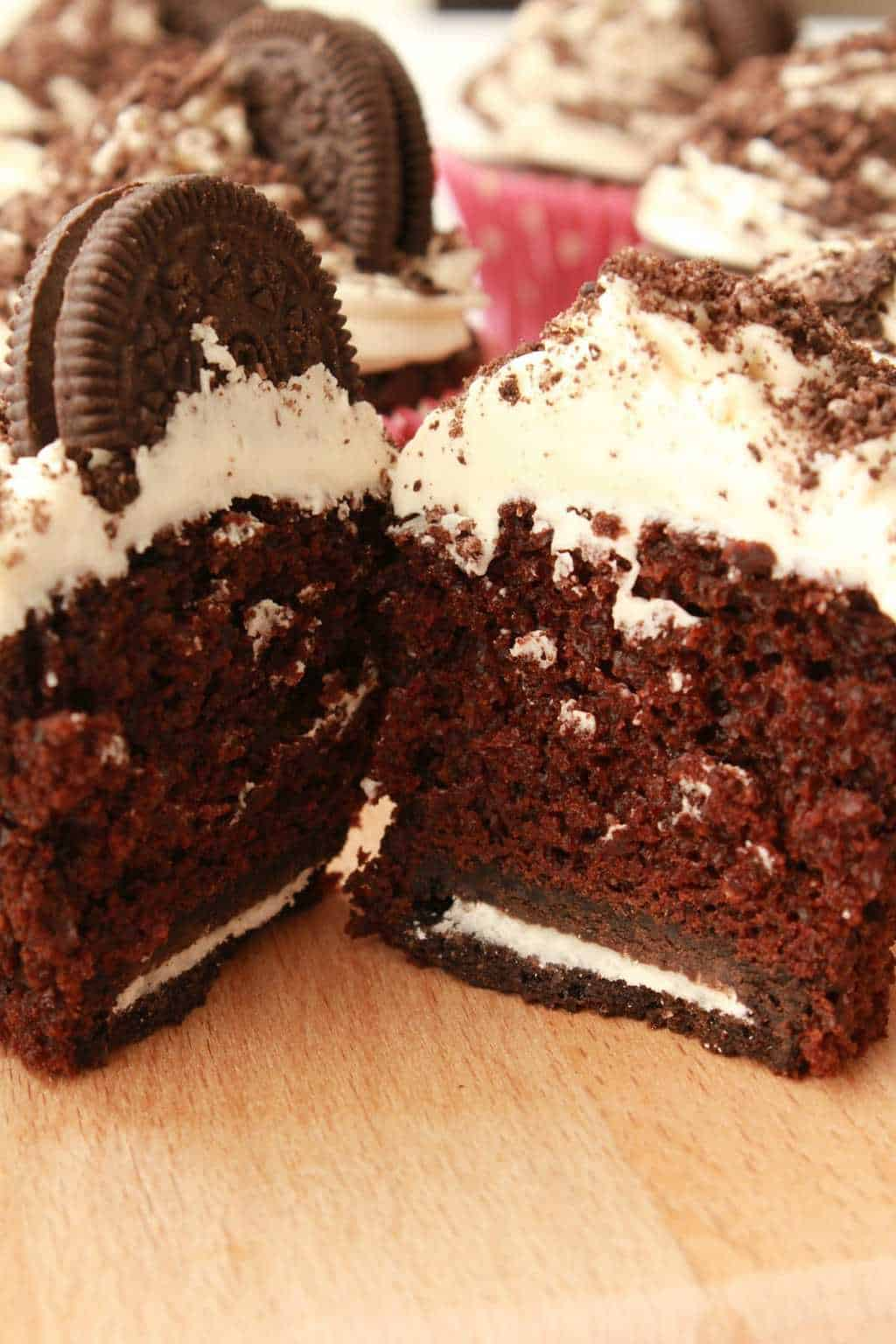 Rich and moist vegan oreo cupcakes with vanilla frosting, oreo sprinkles and an entire oreo cookie baked into the base! #vegan #lovingitvegan #oreocupcakes #cupcakes #dessert
