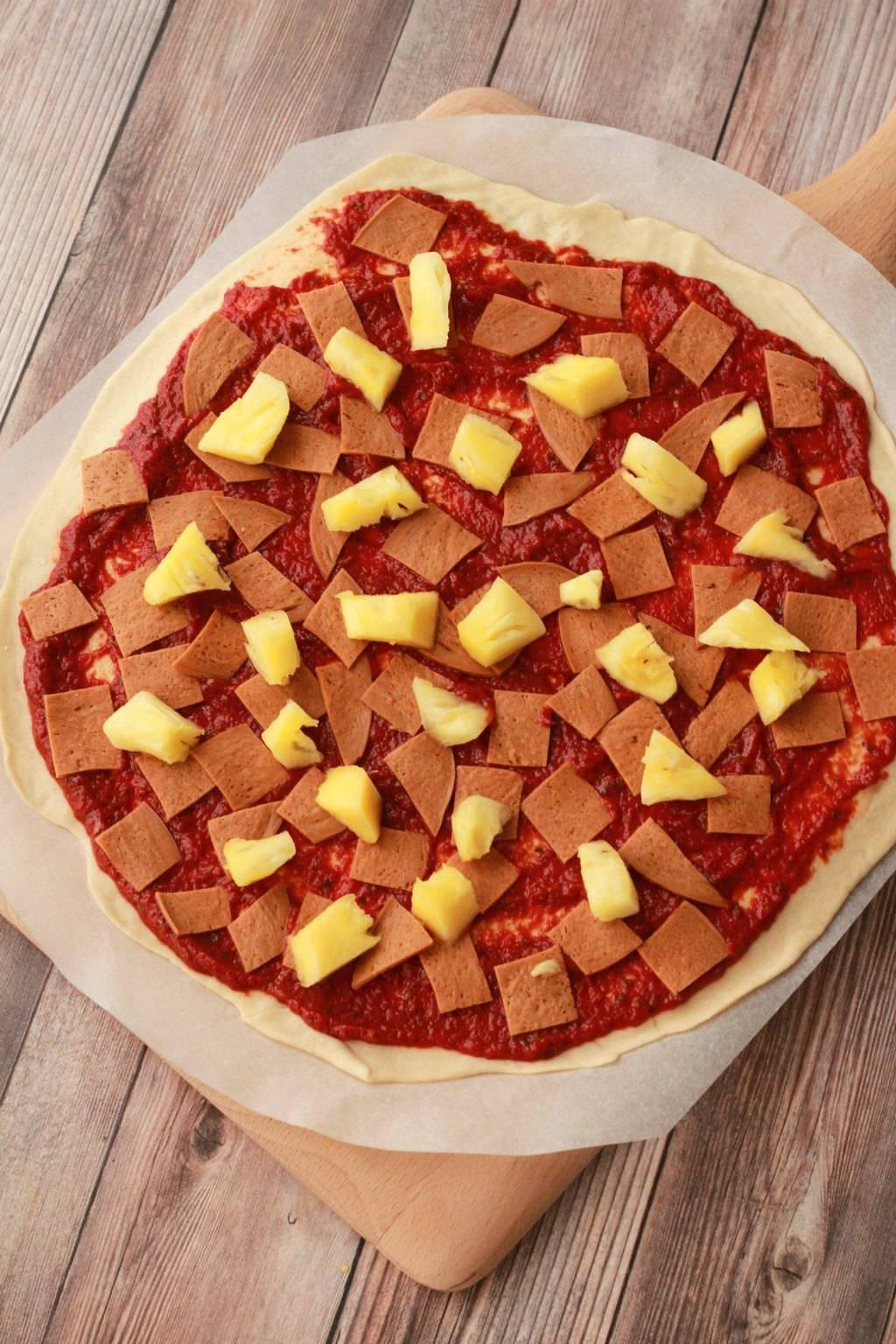 Making Thin Crust Vegan Pizzas #vegan #lovingitvegan #veganpizza