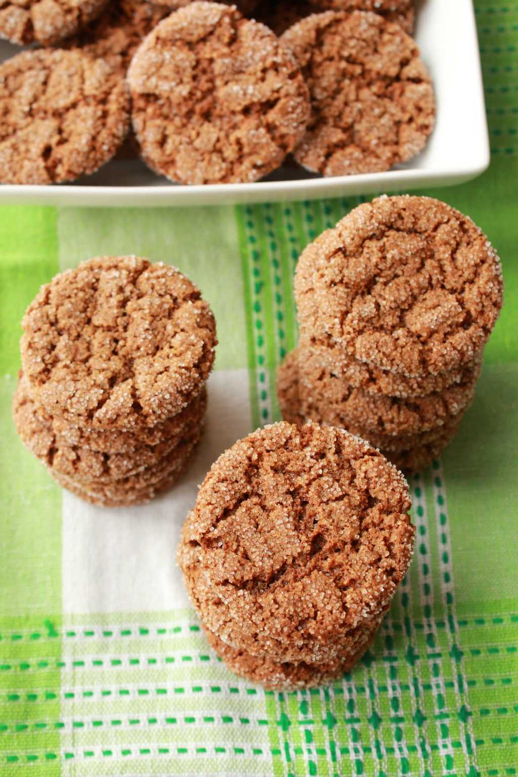 Vegan Gingersnap Cookies. Super crunchy and perfect for a snack. #vegan #lovingitvegan #cookies #gingersnap #dessert