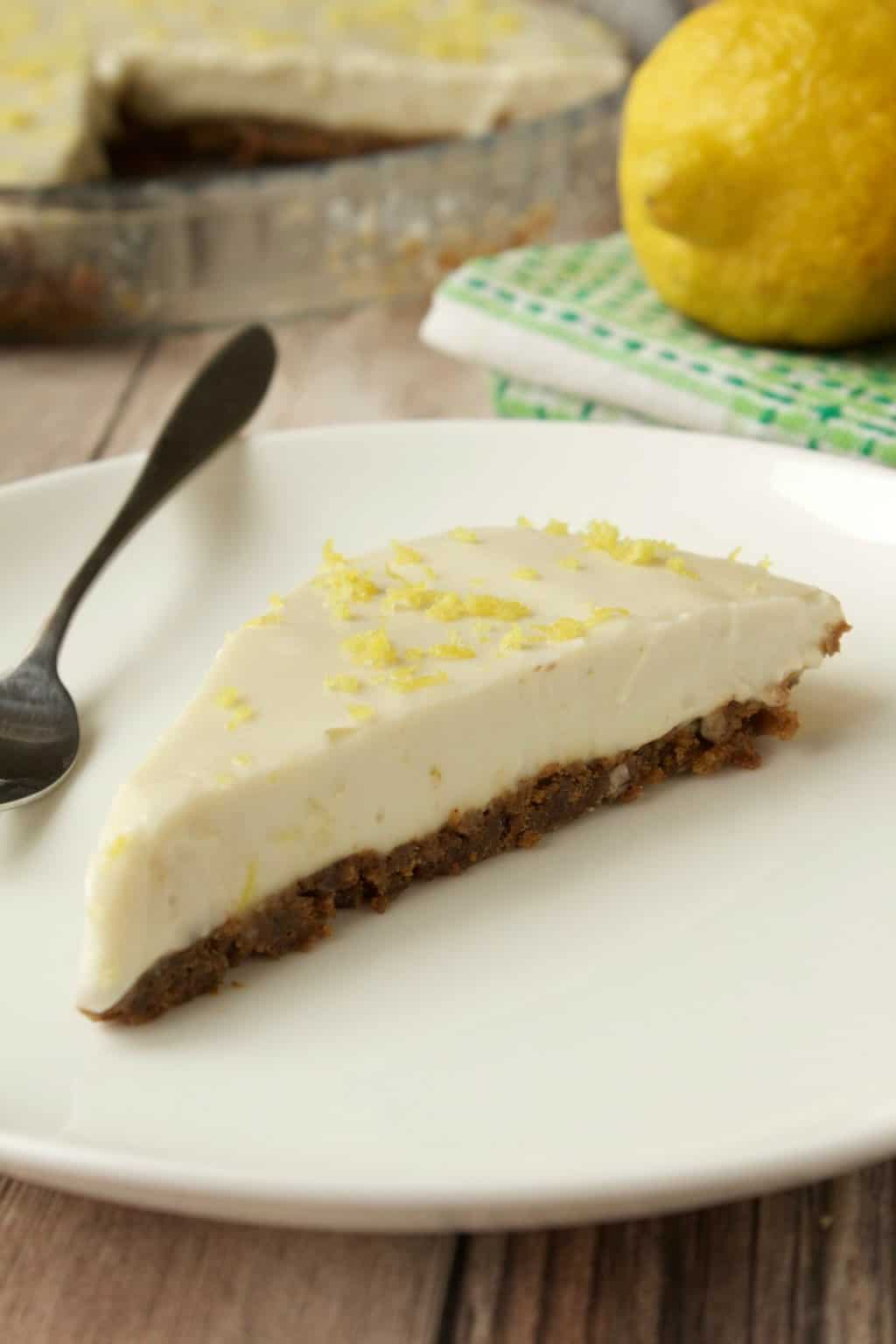 Vegan No Bake Lemon Pie with Ginger Cookie Crust. #vegan #lovingitvegan #dessert #pie #lemonpie