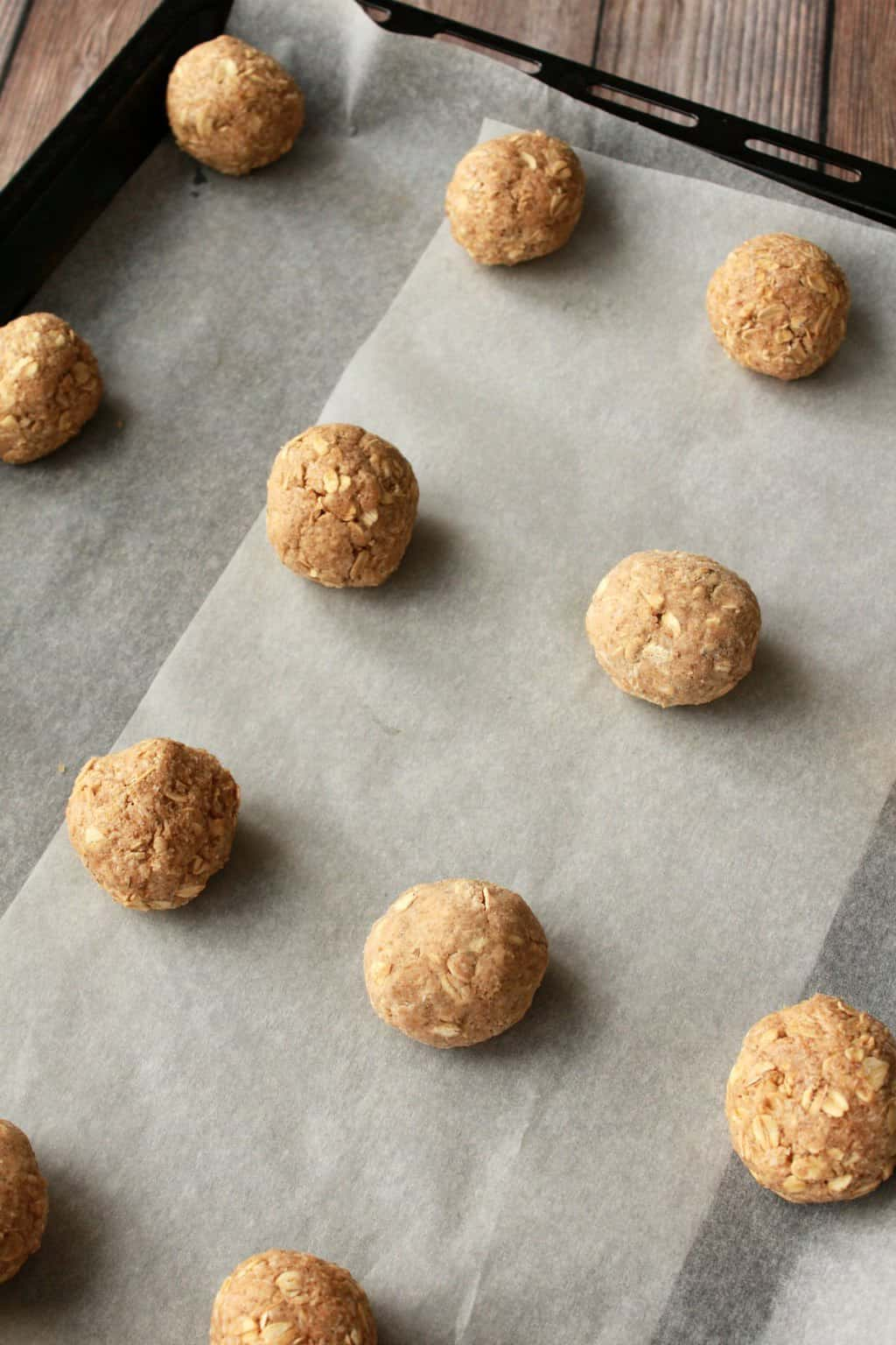 Vegan Oatmeal Cookies. Brown sugar sweetened and cinnamon infused deliciousness! #vegan #oatmeal #cookies #lovingitvegan