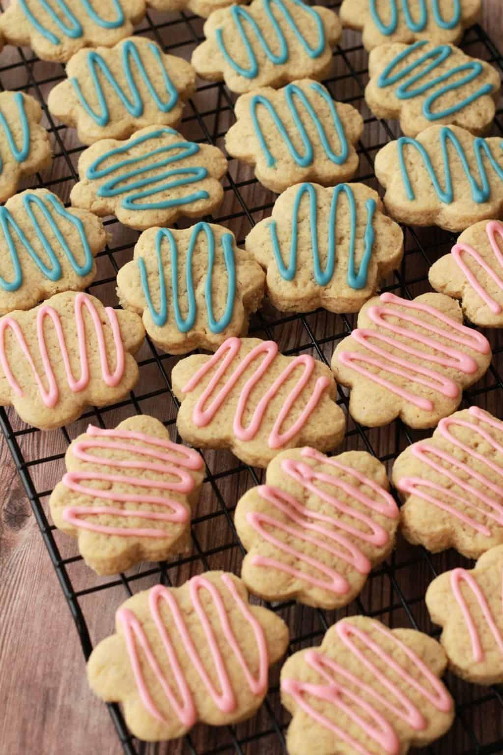 Super easy vegan sugar cookies. Perfect for any occasion! #vegan #lovingitvegan #dessert #cookies #sugarcookies
