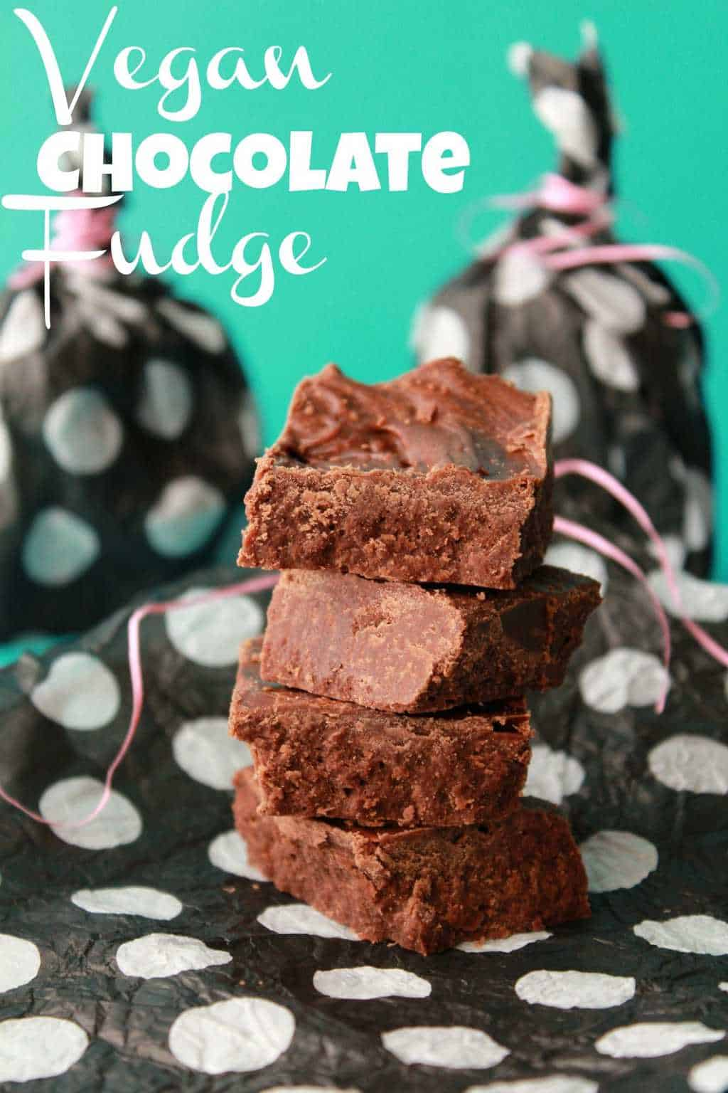 Vegan Chocolate Fudge made with Homemade Vegan Condensed Milk #vegan #lovingitvegan #chocolatefudge #dessert #fudge