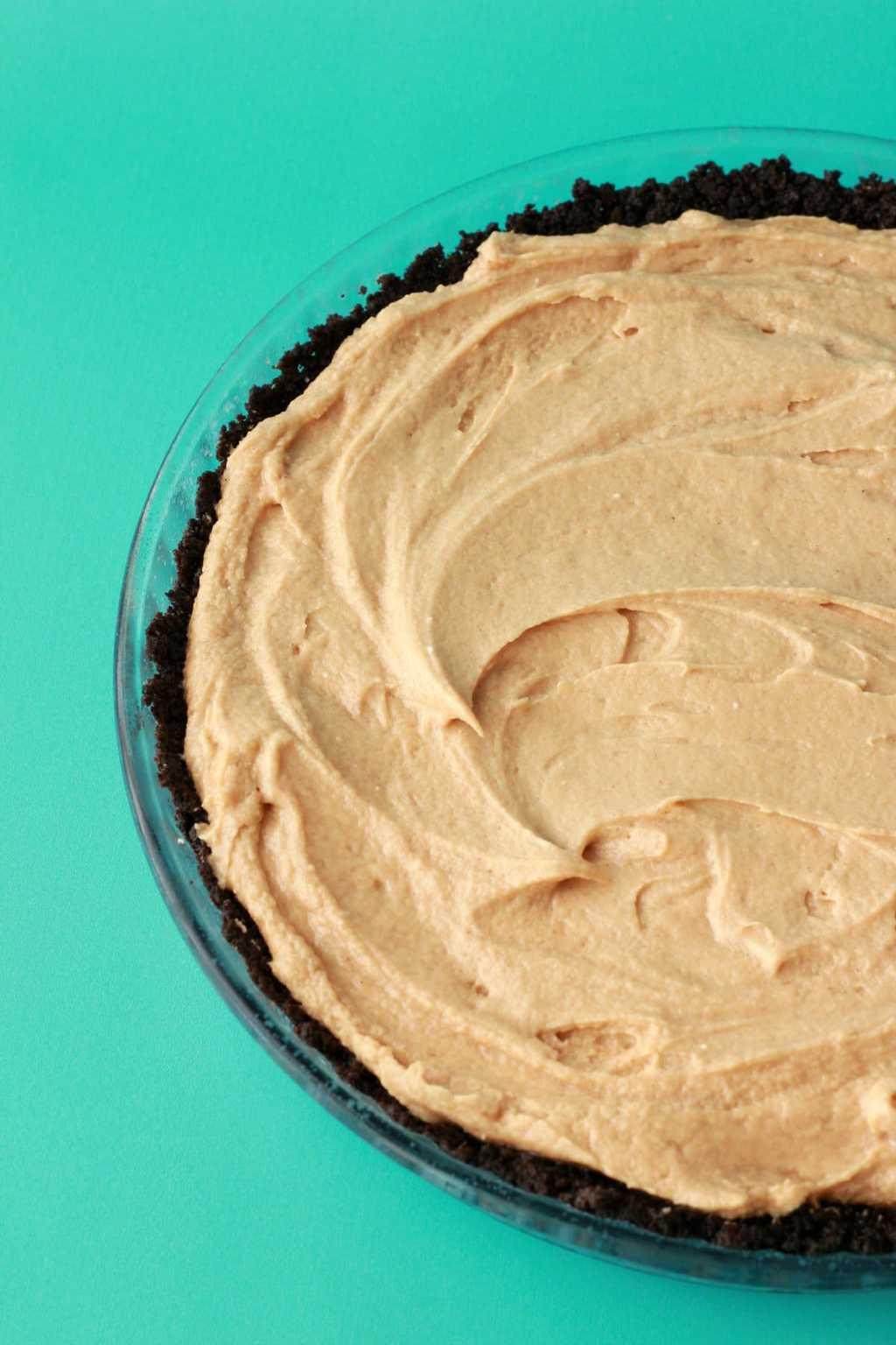 Vegan Peanut Butter Pie. Creamy Peanut Butter Filling. #vegan #lovingitvegan #peanutbutterpie #dessert