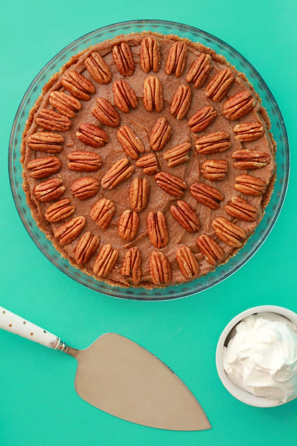Deliciously raw vegan pecan pie. 3-layers of raw goodness, packed with pecans and pecan flavor, super easy to make. Raw and Gluten-free. #vegan #lovingitvegan #dessert #glutenfree