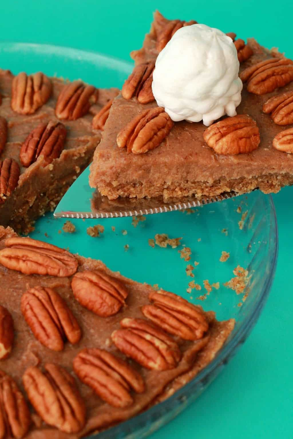 Deliciously raw vegan pecan pie. 3-layers of raw goodness, packed with pecans and pecan flavor, super easy to make. Raw and gluten-free! #vegan #lovingitvegan #pecanpie #dessert
