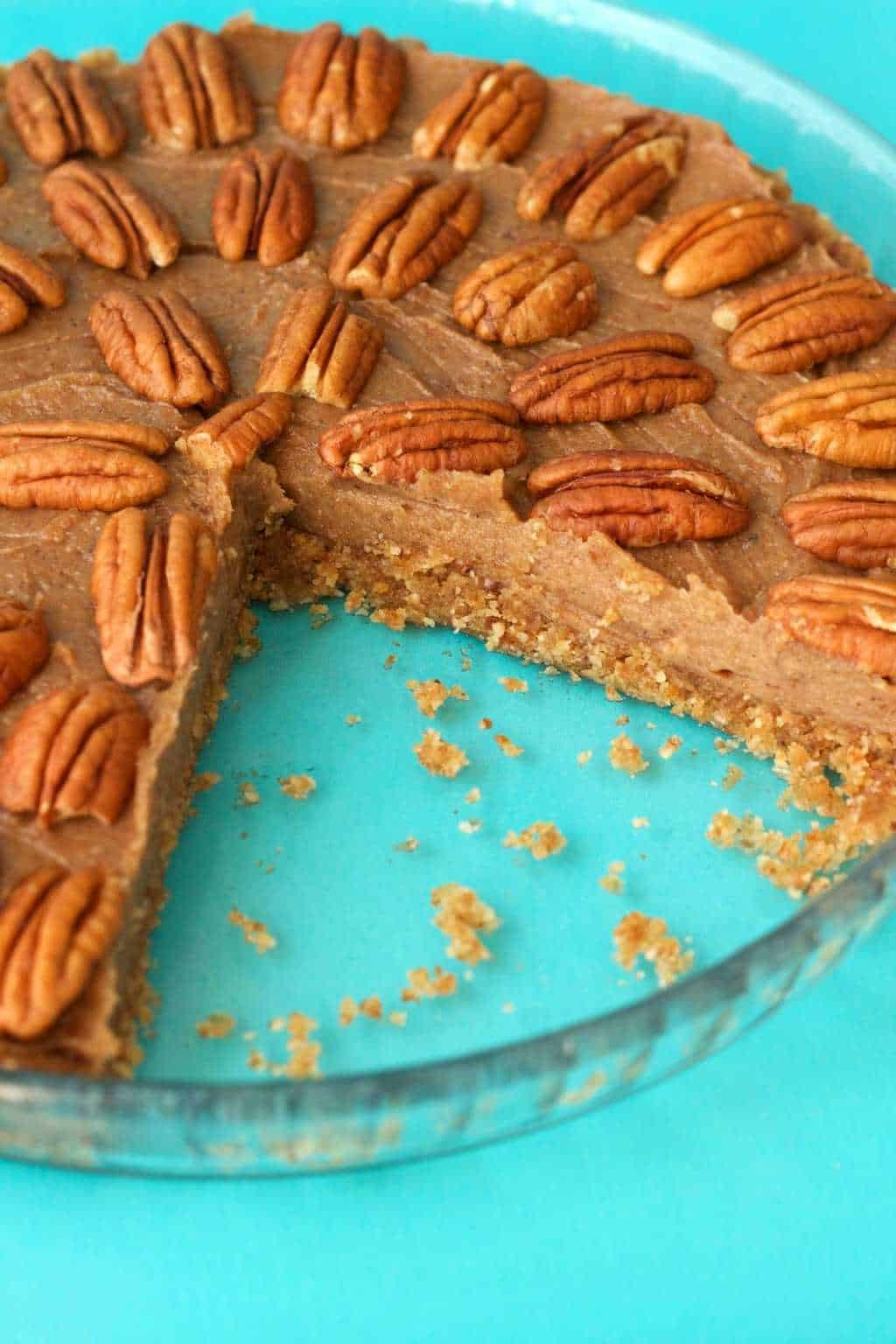 Deliciously raw vegan pecan pie. 3-layers of raw goodness, packed with pecans and pecan flavor, utterly divine served with vegan whipped cream! #vegan #lovingitvegan #raw #glutenfree #dessert