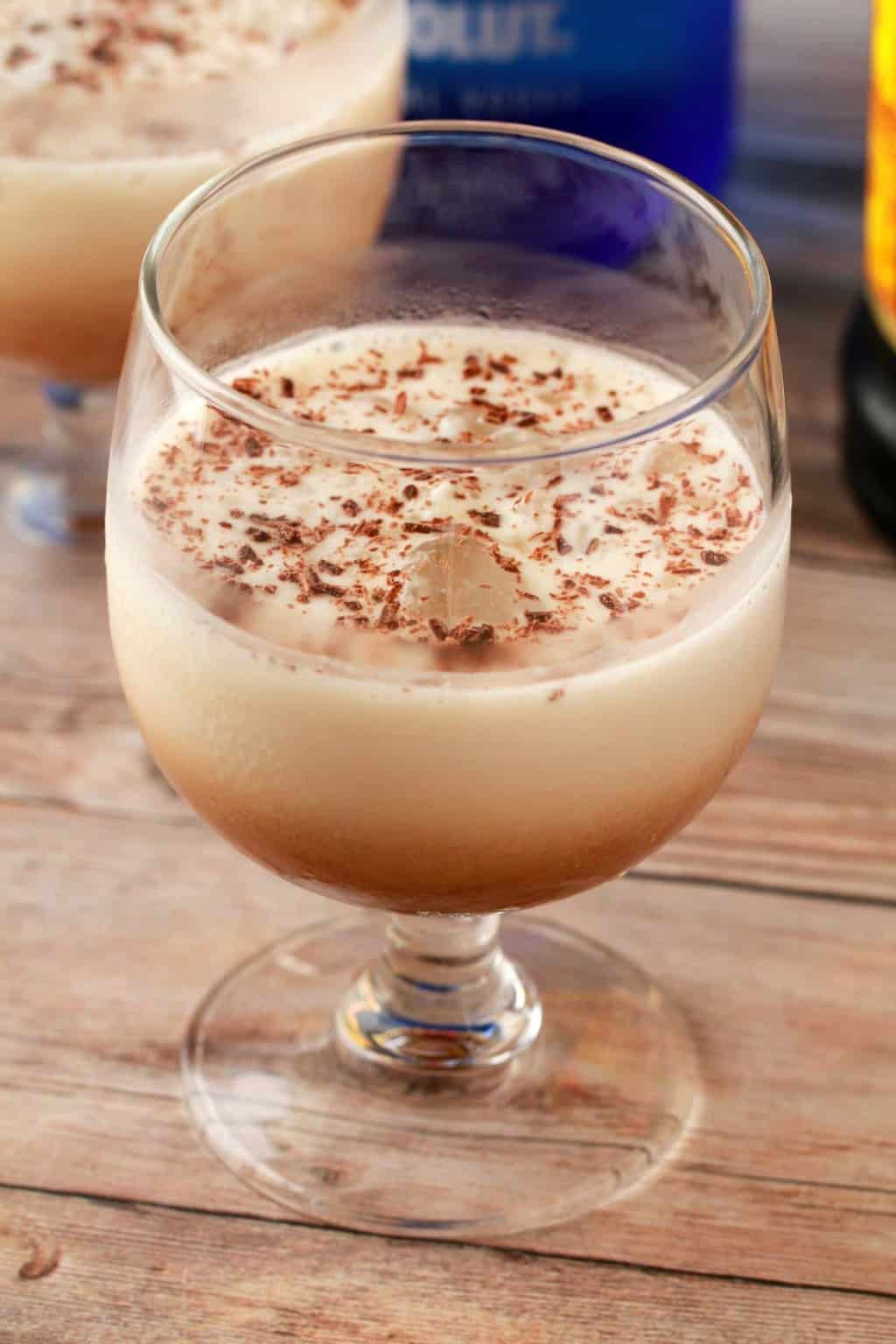 3-ingredient Vegan White Russian Cocktail served over crushed ice! #vegan #lovingitvegan #whiterussian #drinks