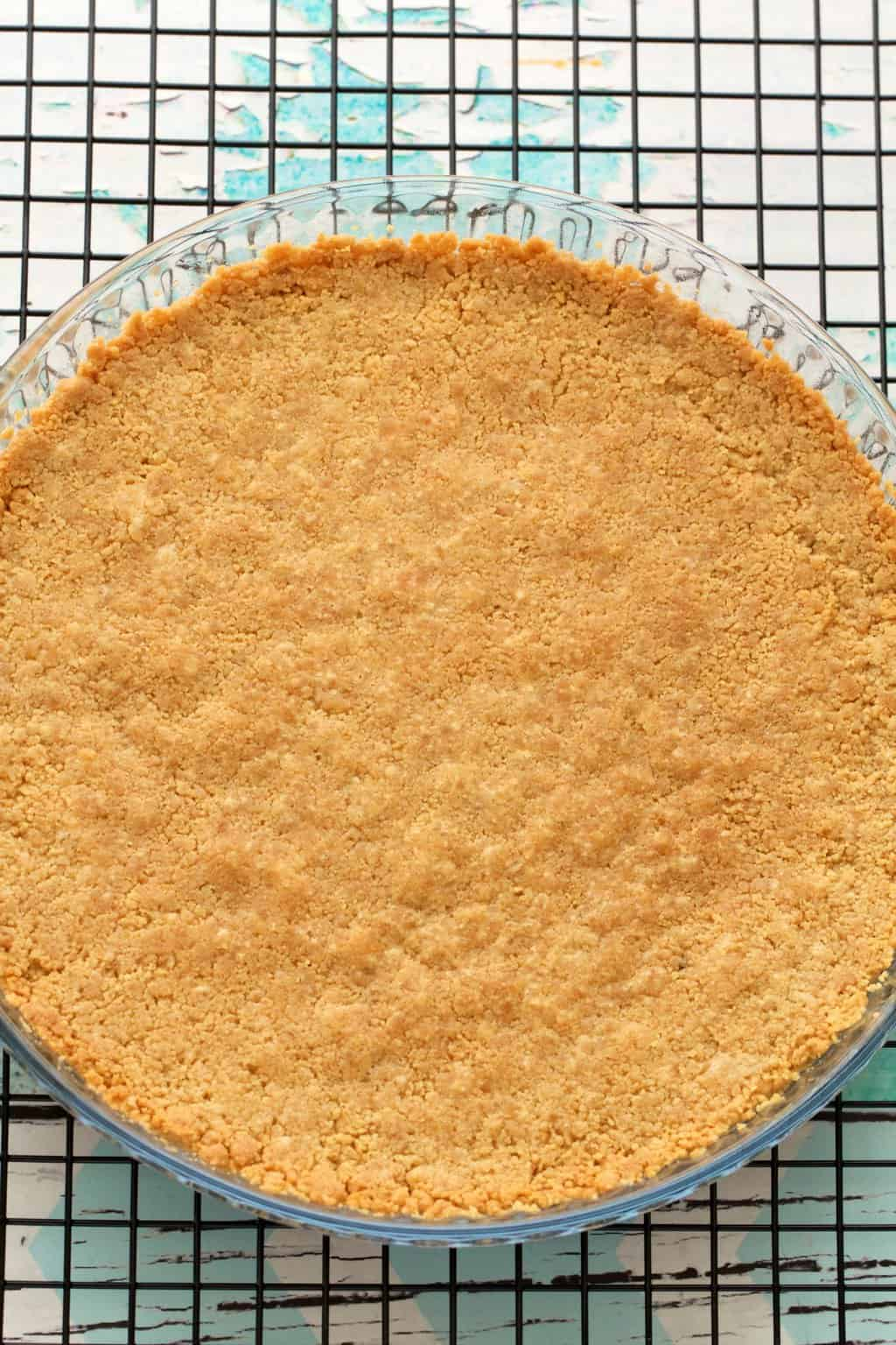 Golden oreo cookie crust for a vegan banana cream pie! #vegan #lovingitvegan #dessert #pie