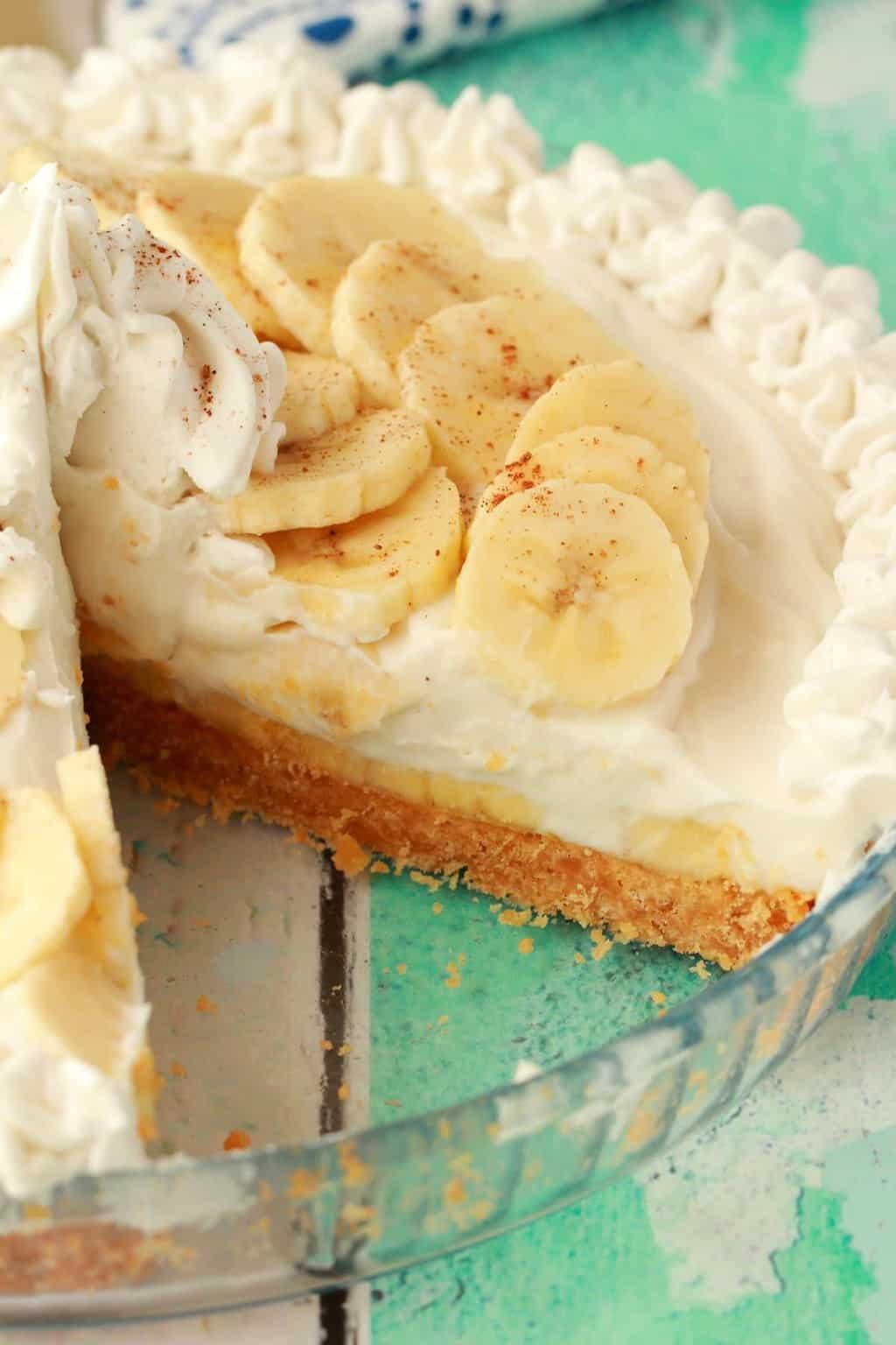 Vegan banana cream pie in a glass pie dish.
